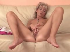 Cute mature blond plays with her constricted pussy