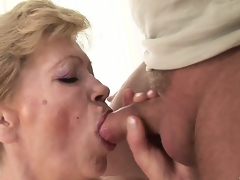 That guy craves to cum inside this granny but 1st he bonks her hairy twat